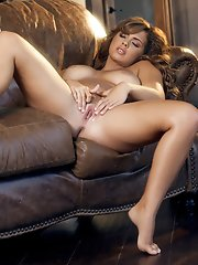 Keisha Grey fucks her pussy for you to watch